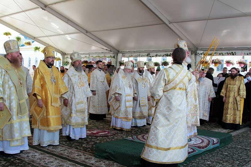 Православные в День памяти Тихона Задонского